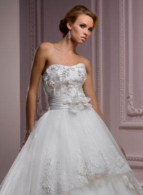 Popular White Wedding Dress  With Handmade Flowers