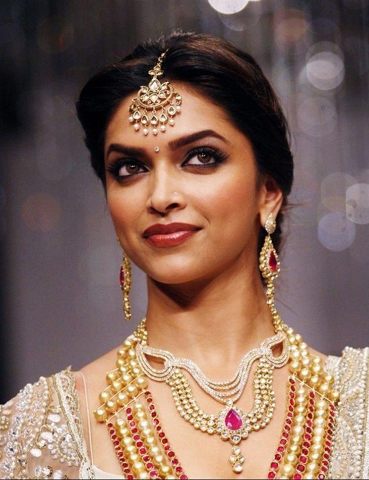 Help Me Find A Similar Maang Tikka As Deepika Padukone S Wedding Jewellery Inspiration Tikka Jewelry Indian Earrings