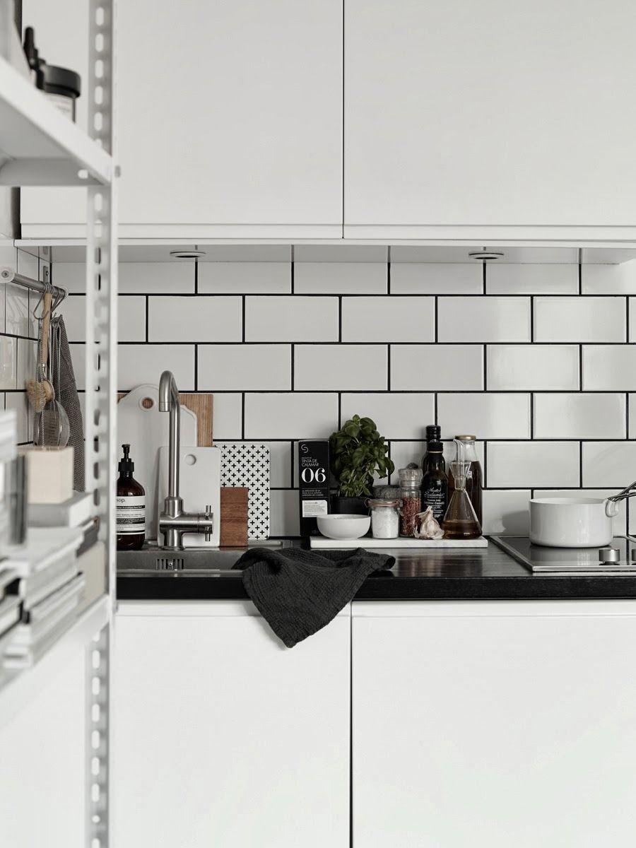 Style And Create The Lovely Apartment Of Josefin Haag 20 Cocina Azulejos Blancos Suelos Cocina Planos De Cocinas