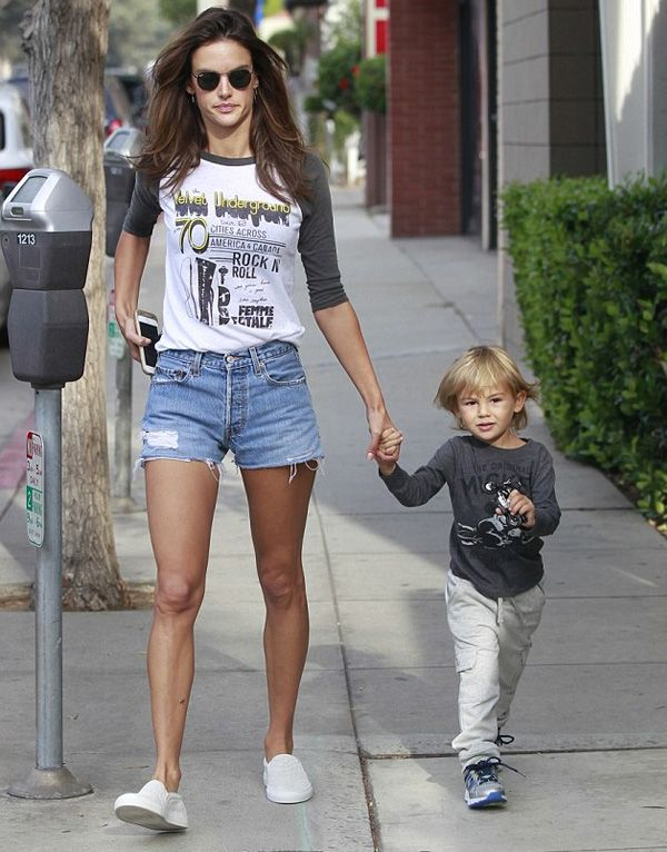 alessandra ambrósio look street style short jeans