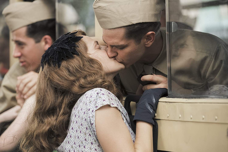 Andrew Garfield And Teresa Palmer In Hacksaw Ridge 2016 Peliculas De Amor Hasta El Ultimo Hombre Teresa Palmer
