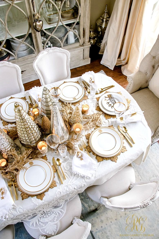 Elegant Gold Christmas Table Scape Christmas Tablescapes Elegant Christmas Table Christmas Table Settings