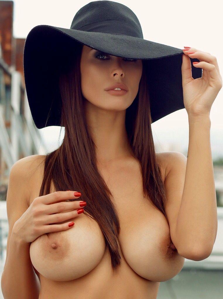 sun-nude-women-with-bulls-women-oralsex