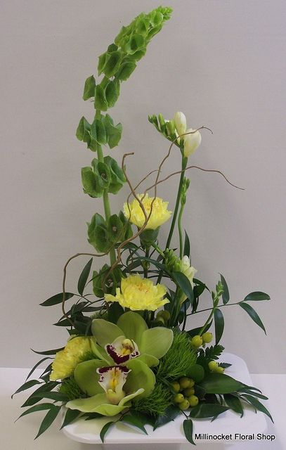 Orchids And Bells White Flower Arrangements Ikebana Flower Arrangement Flower Arrangements