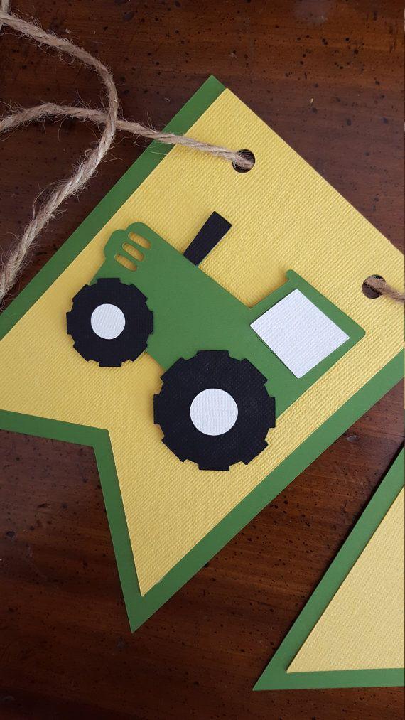 Diese grüne und gelbe zwei Traktor-Banner werden die perfekte Ergänzung für Ihre kleinen irgendjemandes Geburtstag! Dieses Banner wird toll hängen überall während Ihr Kind Geburtstagsparty aussehen. Jeder Wimpel ist 4 x 6. Das Banner ist auf Jute-Schnur aufgereiht. Alle Buchstaben