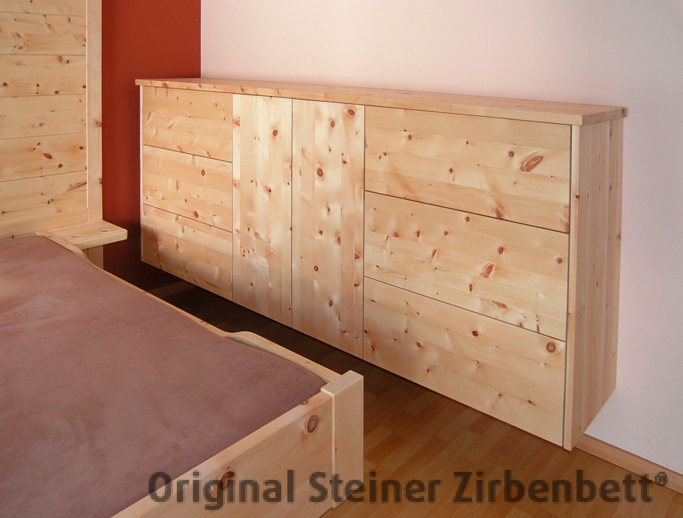 zirbenholz kommode freischwebende massivholz kommode mit grifflosen schubladen und t ren. Black Bedroom Furniture Sets. Home Design Ideas