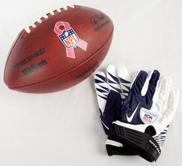 Dallas Cowboys tight end Jason Witten made history during Week 8's game against their division rival New York Giants. Three days later, two mementos from Witten arrived at the Pro Football Hall of Fame.