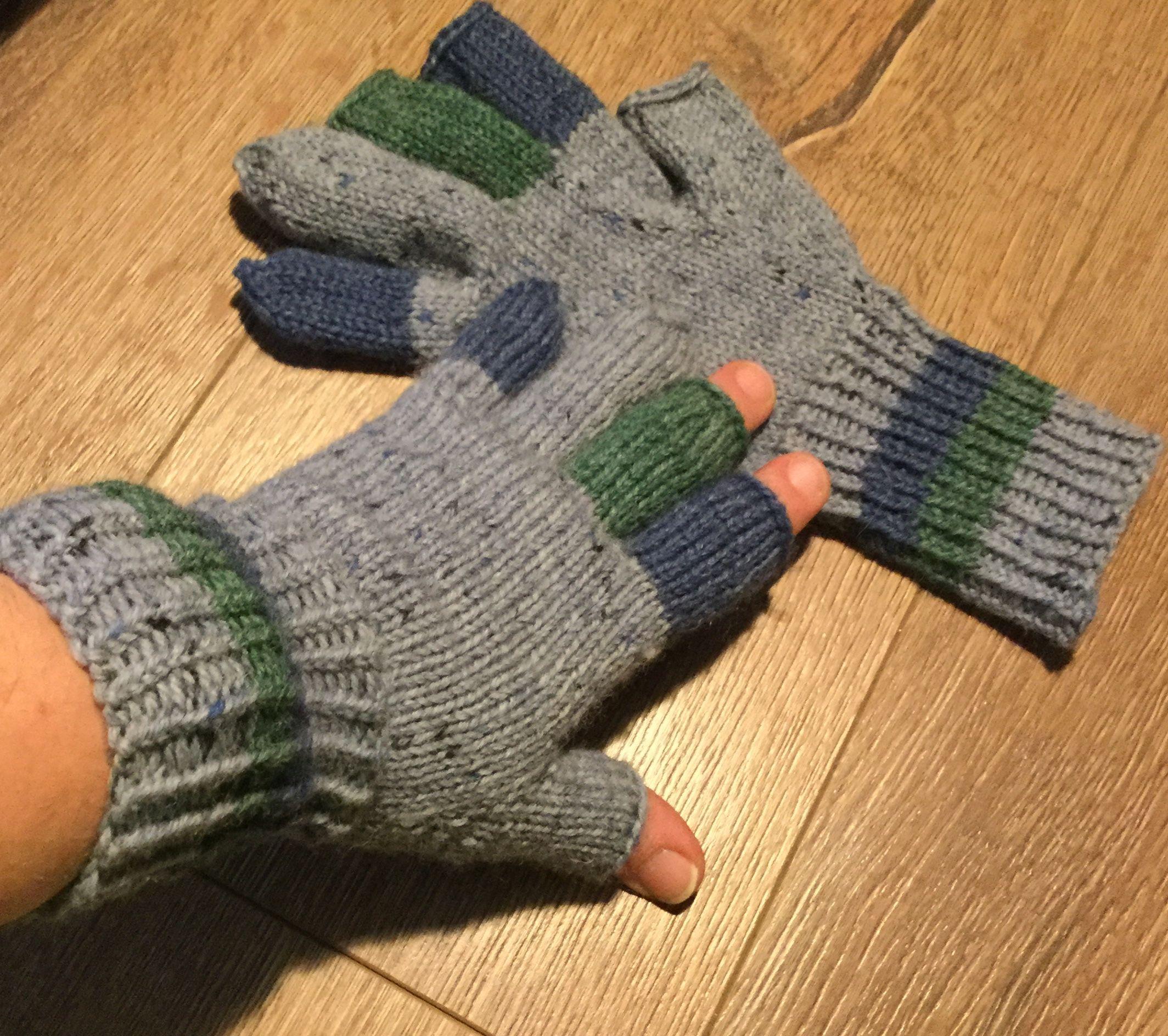 Pilkkihanskat | Arm warmers, Fingerless gloves, Fingerless