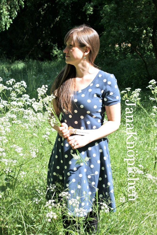 Ein Kleid Ella nähen, in blau und mit Punkten - Nähprojekt ...