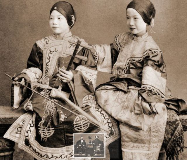 Vintage Everyday: Old Chinese Photos 2 Chinese Beauties