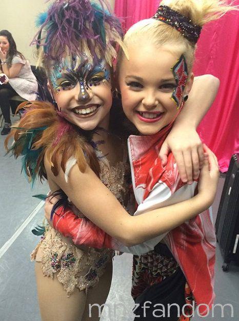 S5e12 Mackenzie Ziegler And Jojo Siwa In The Dressing