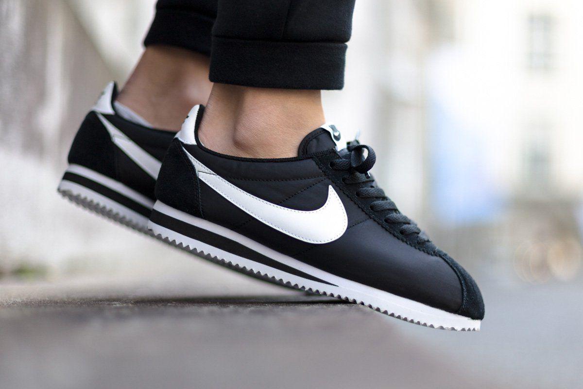 Men's Nike Classic Cortez Fashion Sneakers Black/White K43o1455