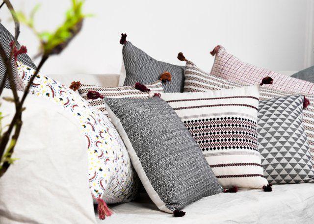 des coussins de style ethnique de gauche droite coussin gloria coussin amay escalier. Black Bedroom Furniture Sets. Home Design Ideas