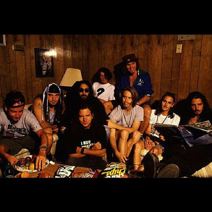 Lyric pearl jam misheard lyrics : Pearl Jam hanging out with Soundgarden | Rocking Rollers ...