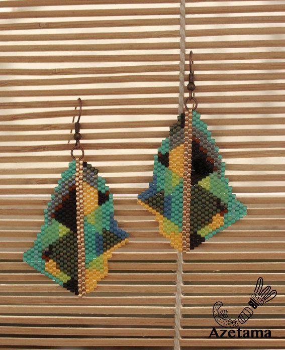 Boucles d'oreilles Graphique en perles tissées Miyuki - motifs originaux par Azetama sur Etsy https://www.etsy.com/fr/listing/515172815/boucles-doreilles-graphique-en-perles