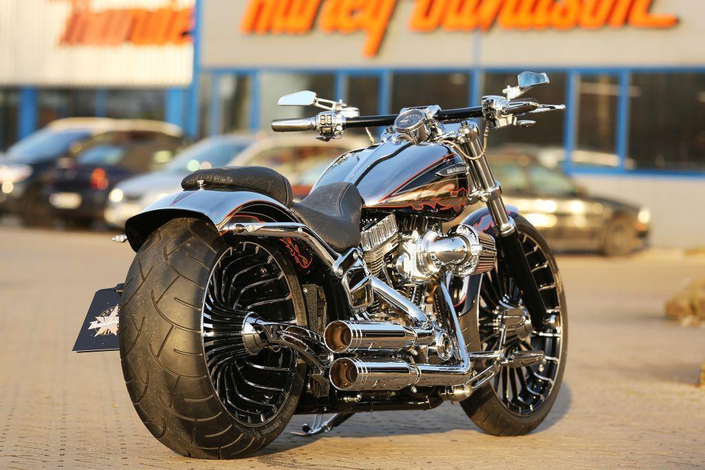 Customized Harley Davidson Softail Breakout Cvo 2014 With Thunderbike Pulleybrake Kit Many Cool Fea Harley Davidson Cvo Softail Harley Davidson Motorcycles