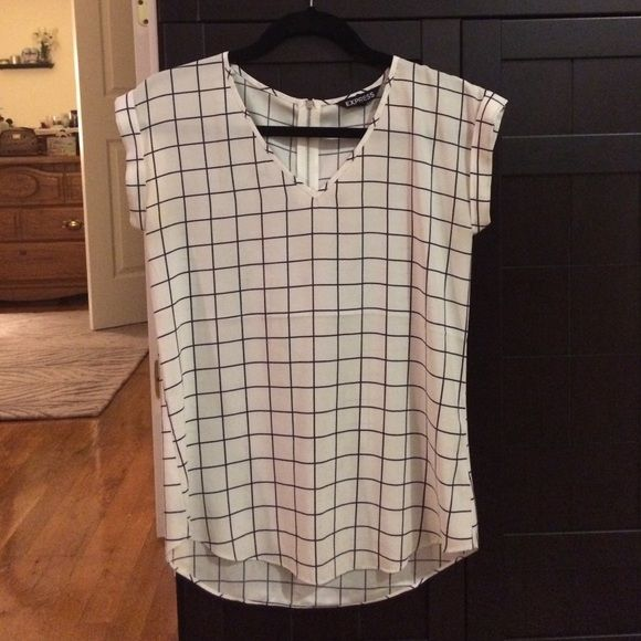 Express short sleeve shirt - XS White and black classic short sleeved shirt from Express.  Pair with your favorite jeans for a casual look or perfect for the office! Express Tops Blouses