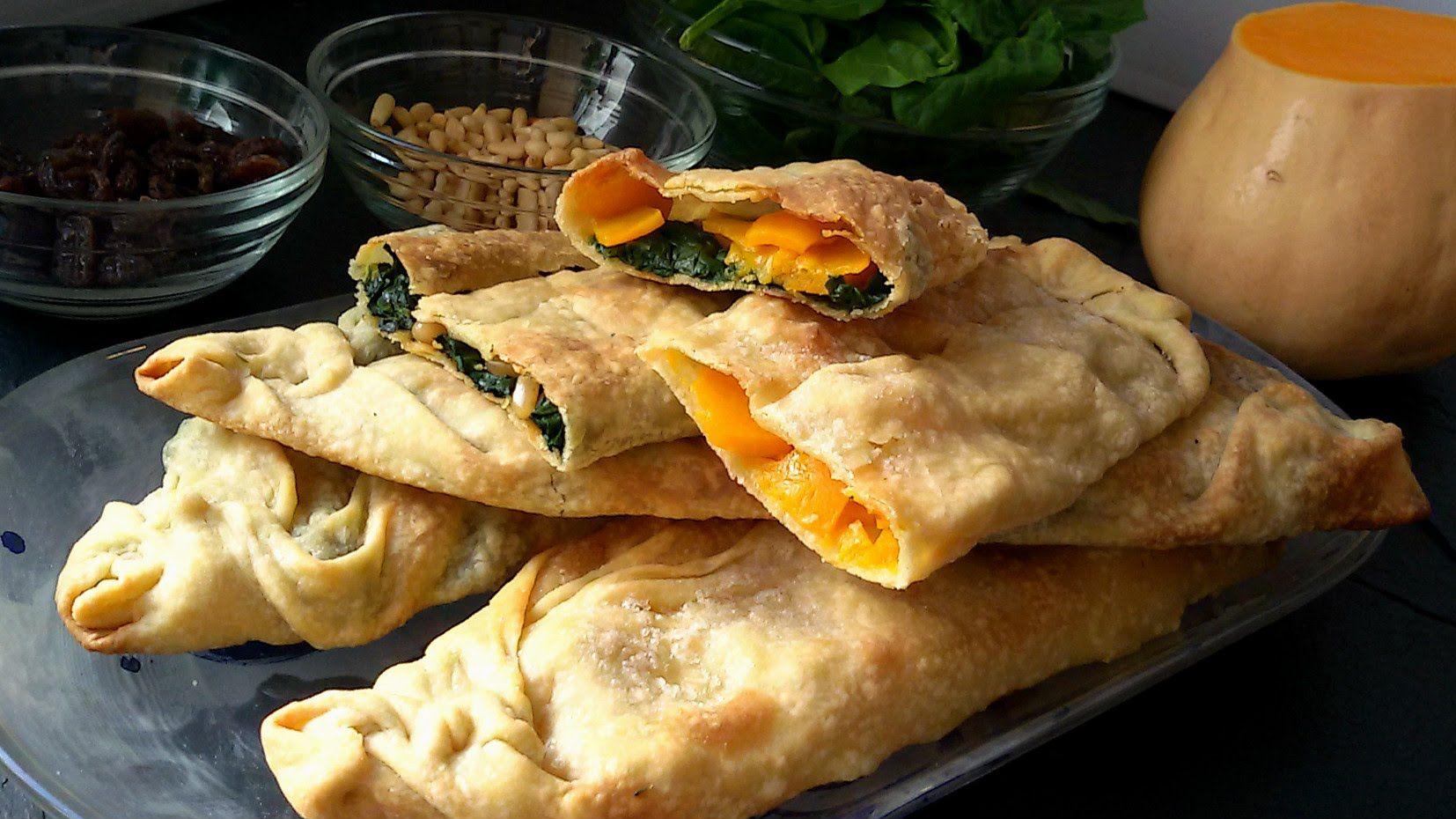 Panadons. Los panadons son un tipo de empanada que se elaboran con espinacas y calabaza. Una receta original de Lleida. Se suelen consumir por Cuaresma y Sem...