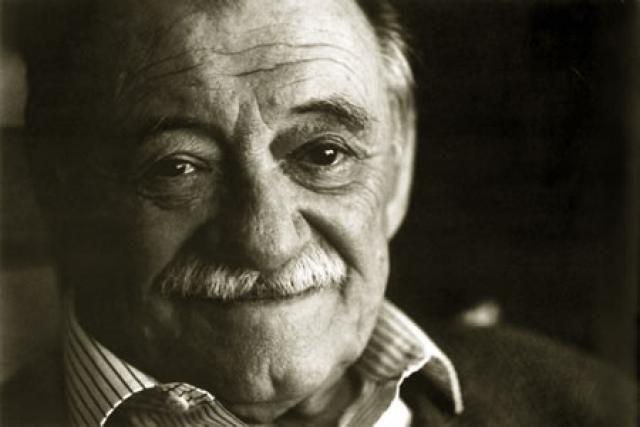 Poema Defensa De La Alegria Mario Benedetti 22 Grandes Escritores Literarios Benedetti Mario Escritores