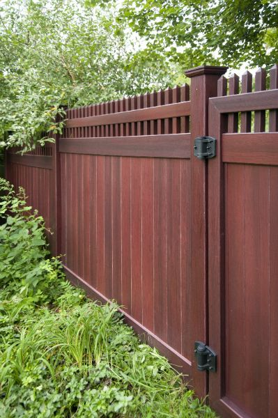 Grand Illusions Vinyl Woodbond Mahogany W101 Fencing Panels Woodgrain Vinyl Fence With All The Beauty Of Privacy Fence Designs Fence Design Backyard Fences