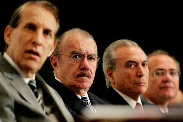 Quércia, Sarney, Temer e Renan Calheiros durante reunião em que foi decidida a participação do PMDB no segundo mandato do governo Lula (2006).