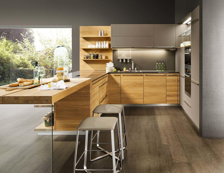 Cucina linee in legno massello con sgabello bar ark kitchen