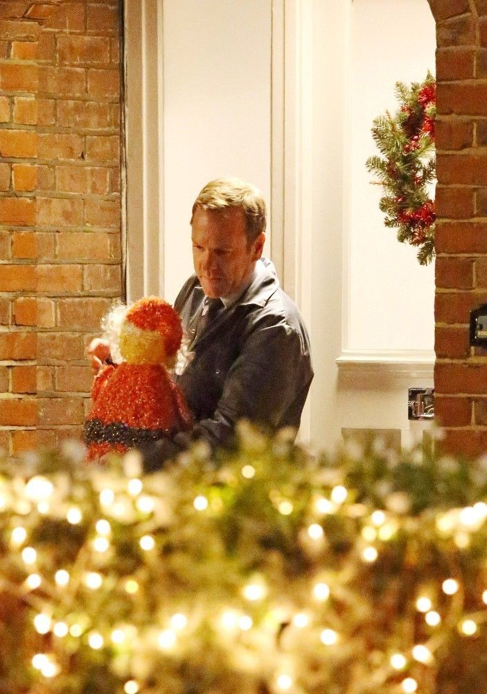 Kiefer Sutherland Photos Photos: Kiefer Sutherland Films a Christmas ...