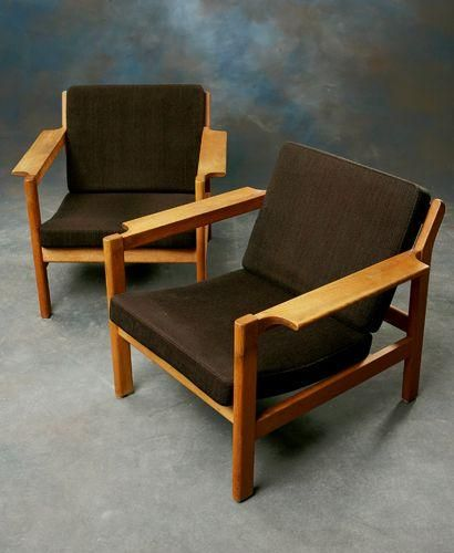 Börge Mogensen; #227 Oak Armchairs for Fredericia, 1960 .