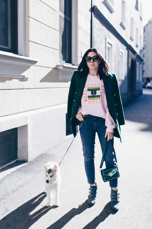 Mein Basic Casual Outfit mit Statement Sweater Mom Jeans und Vintage Blazer