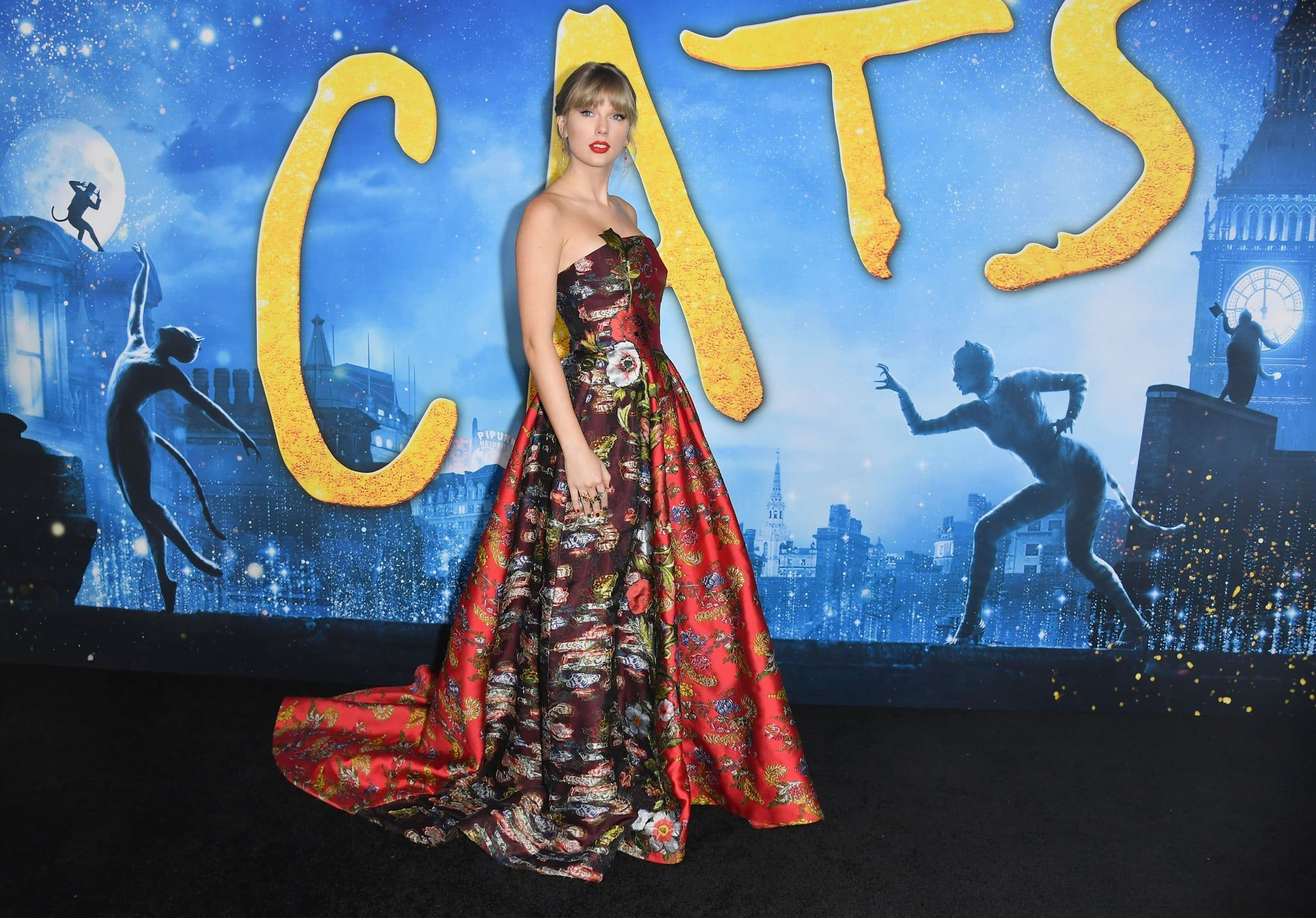 Taylor Swift Wears Oscar de la Renta at the Cats Premiere