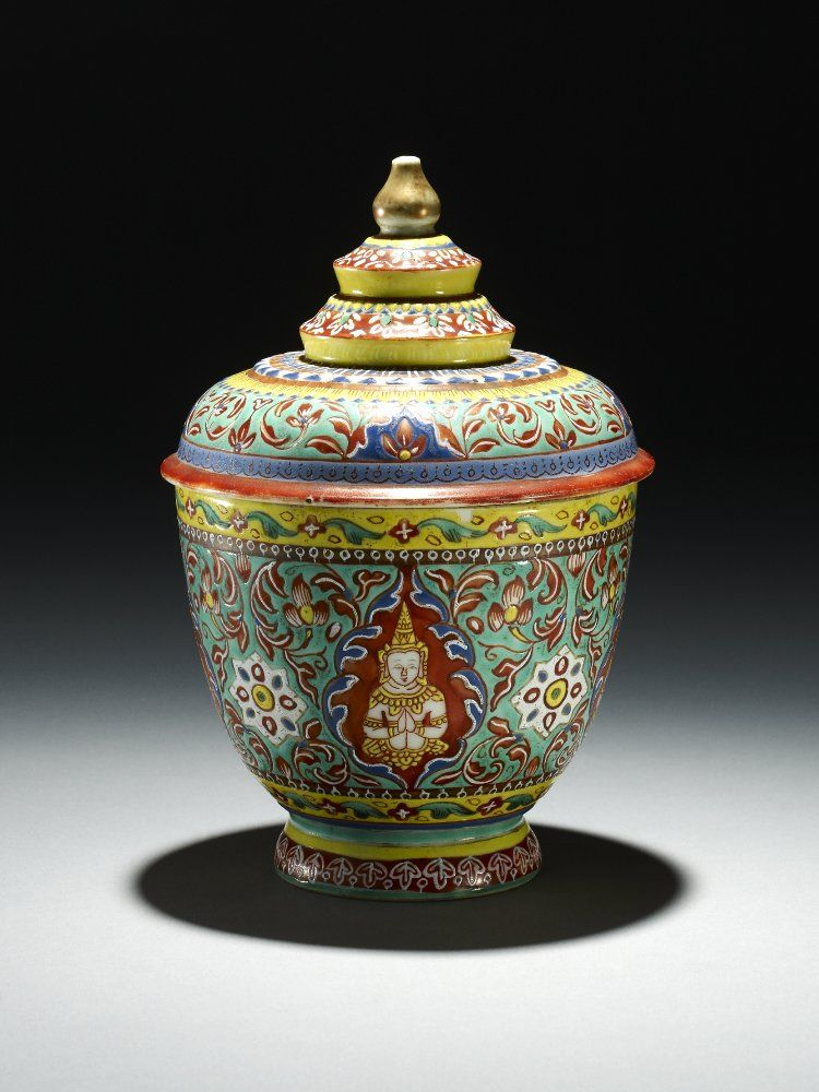 Qing dynasty Date1750-1800 Made in: Jingdezhen | Bowl with cover. Made for the Thai market, decorated with Buddhist figures and flowers. Made of enamelled porcelain.