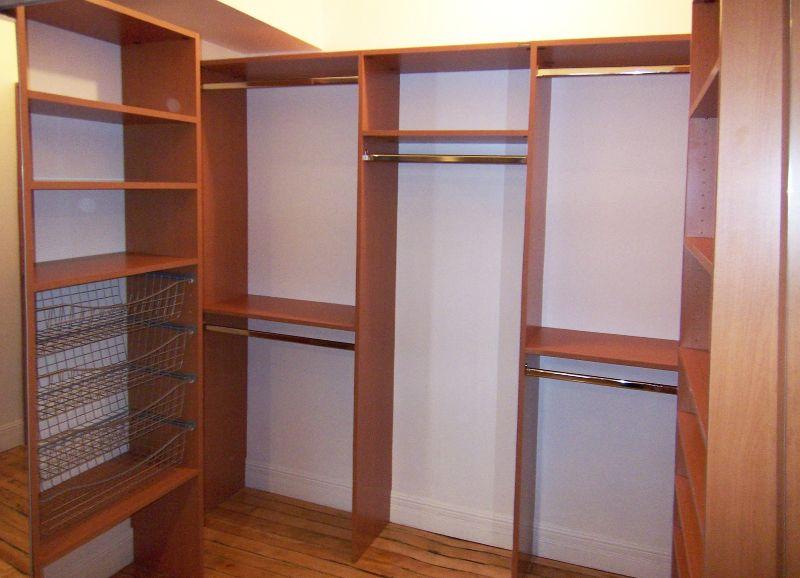 small walk in closet ideas garde robes walk in sur mesure par simplespace montr al walkin. Black Bedroom Furniture Sets. Home Design Ideas