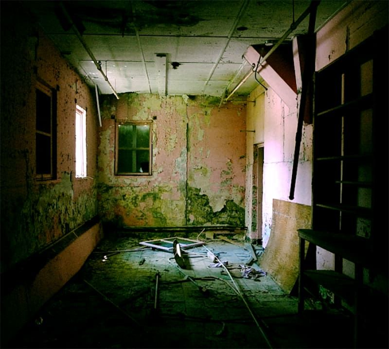 20 Haunting Pictures Of Abandoned Asylums