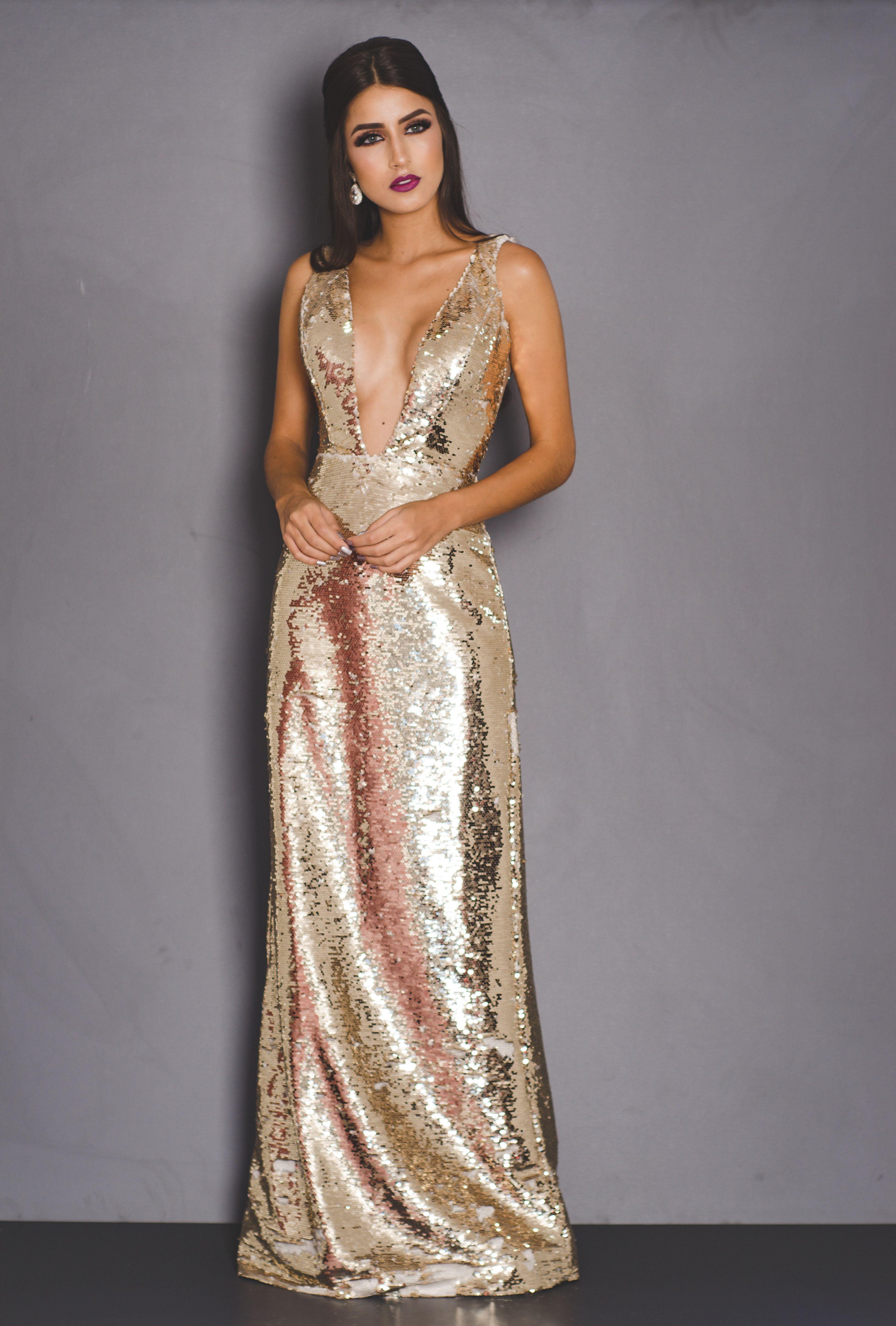Vestido de Festa Dourado com Decote Bordado – Aluguel de
