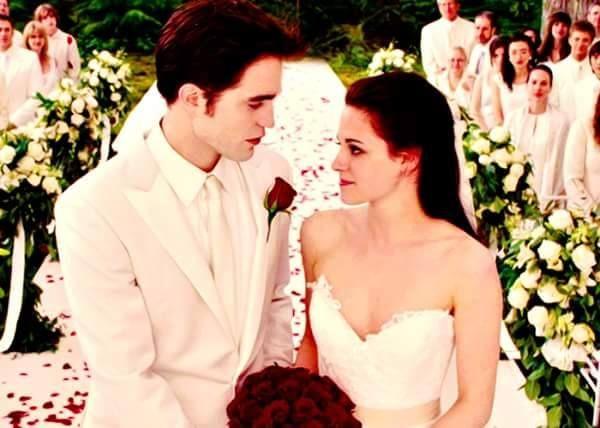 Pin Von Twilight Saga Auf Bella Edward Cullen Breaking Dawn Hochzeit Kleid Hochzeit Hochzeitskleid Twilight