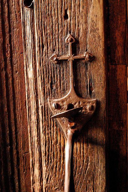 Lock on St. Foy Abbey Conques France. 9th c. by Jaufré & Abbatiale Sainte-Foy de Conques. Serrure du portail | Doors Key and ...