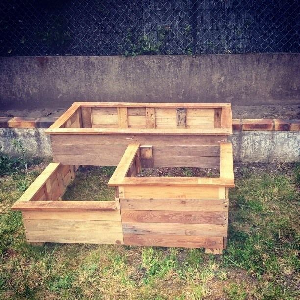 diy carr potager en bois de palette le blog de b a palissade garden et small spaces. Black Bedroom Furniture Sets. Home Design Ideas