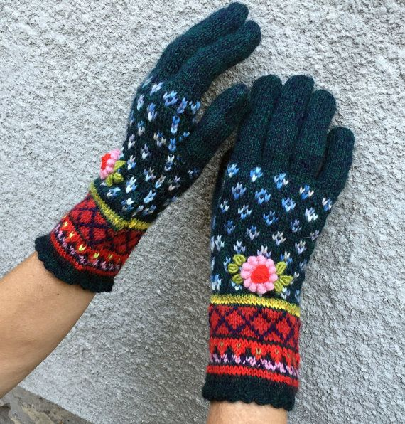 Handmade Embroided Fair Isle Fingerless Gloves in Boho by domklary ...