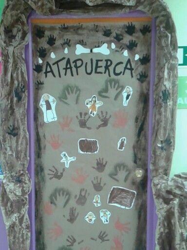 Puerta de clase de prehistoria murales pinterest for Puertas decoradas educacion infantil