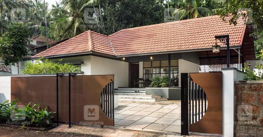 A Kozhikode House That Is Nature Friendly And Modern At The Same Time In 2020 Kerala House Design Village House Design House Architecture Design