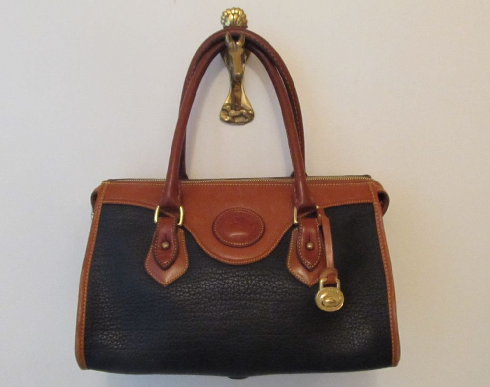 3f9cae4e08 DOONEY   BOURKE BLACK VINTAGE ALL WEATHER LEATHER DR. HAND BAG EX CONDITION   fashion