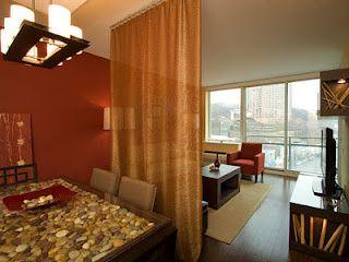Las cortinas son una manera barata y simple de separar espacios. Usa esta técnica en la habitación, sala comedor o habitación de los niños. ...