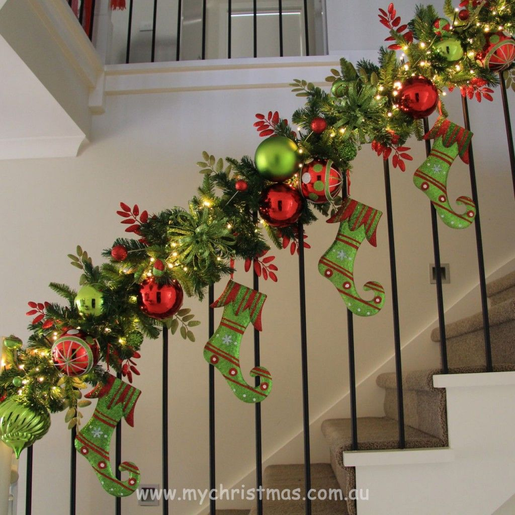 Staircase garland design love it christmas for Christmas swags and garlands to make