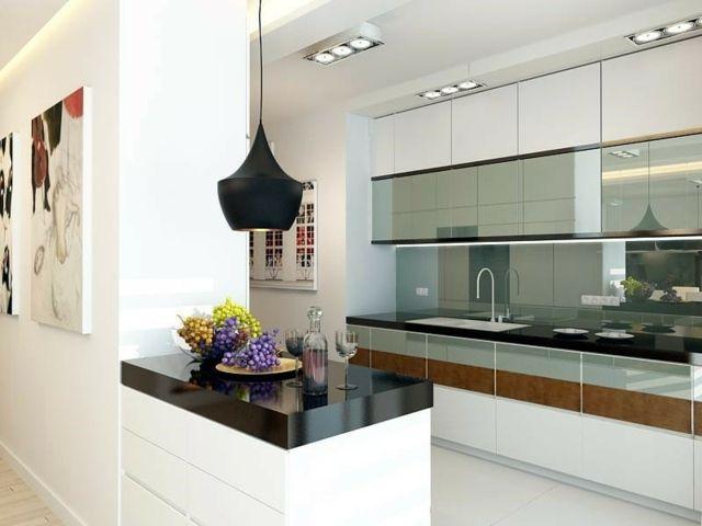 moderne Pendelleuchte in Schwarz Küche mit Rand aus Holz und Glas
