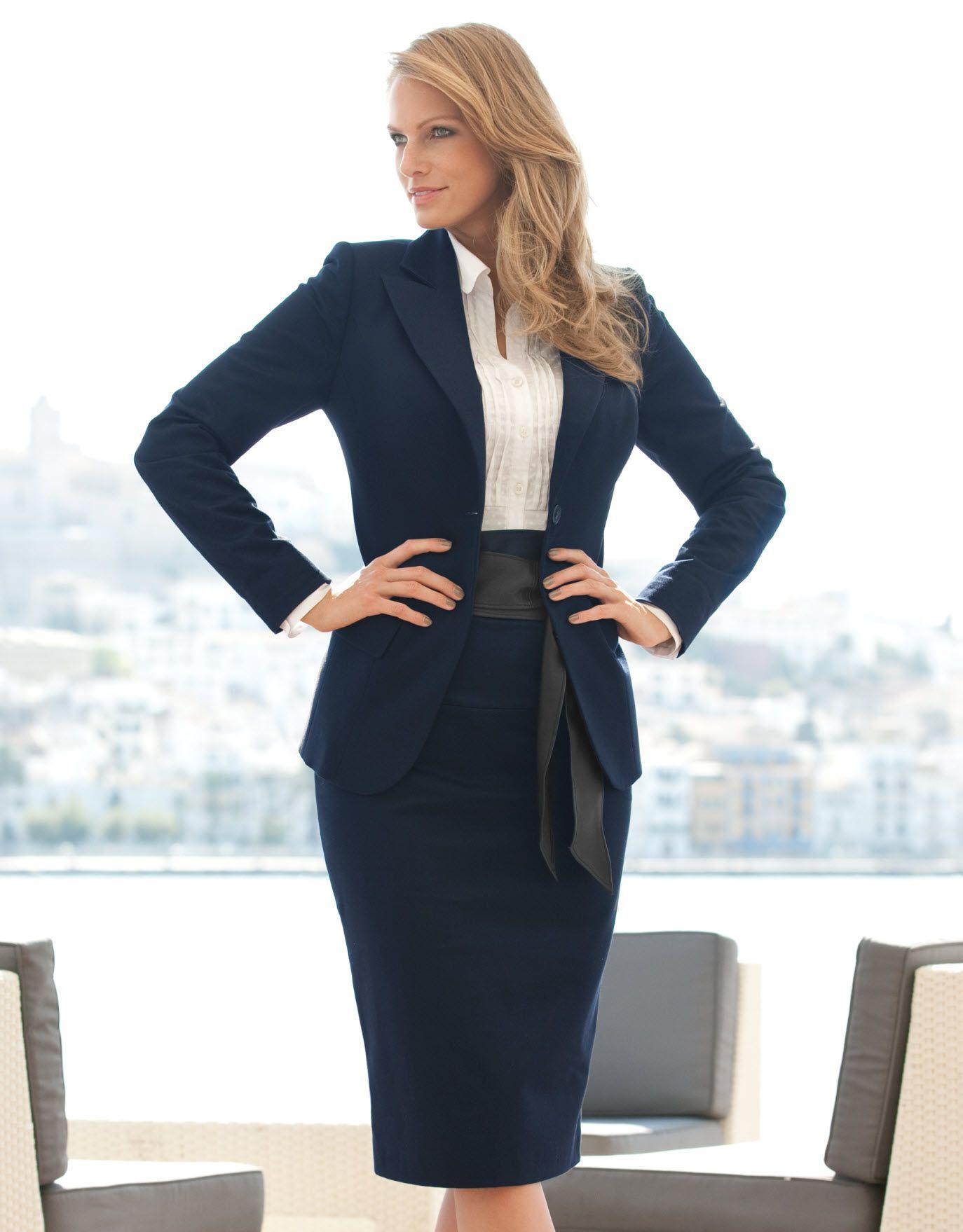 Trajes para oficina mujer modernos