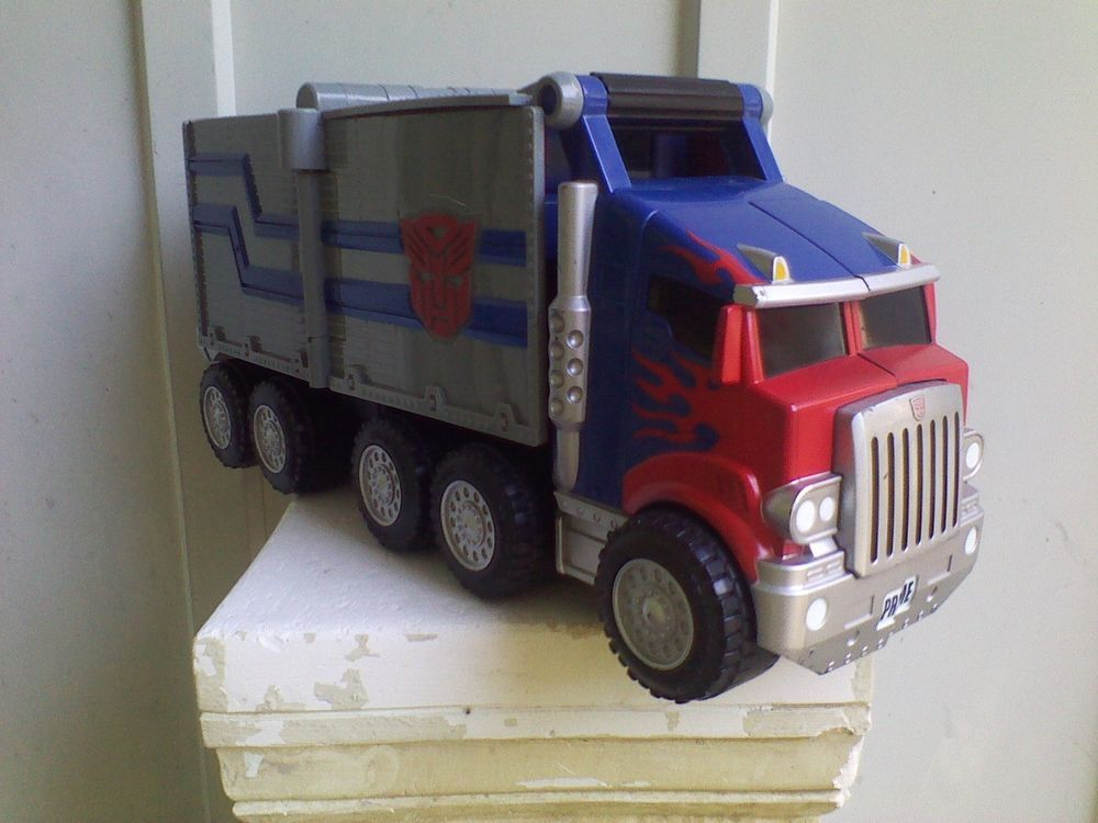 OPTIMUS PRIME TRANSFORMERS SEMI TRUCK TRANSFORMS TO NERF GUN WORKS EXCELLENT