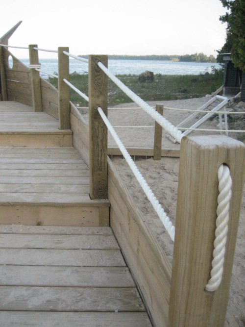 Neat idea for a decorative fence railing for the creek for Garden decking with rope
