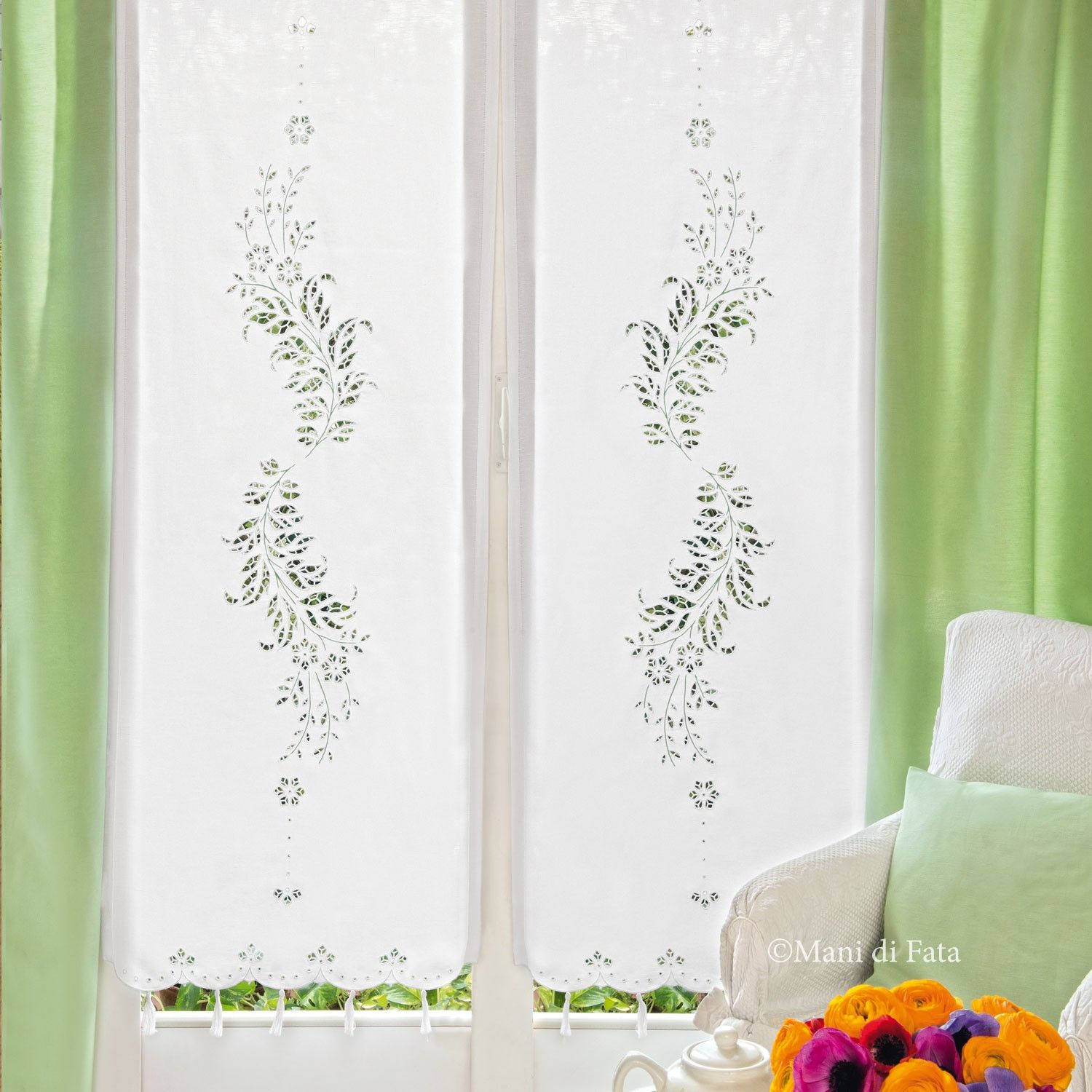 White+pure+linen+with+drawings+to+realize+the+curtain+with+flower+motif+(cutwork+and+broderie+anglaise).