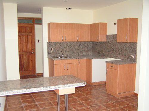 Cocina, gabinetes empotrados con desayunador. Topes de granito ...