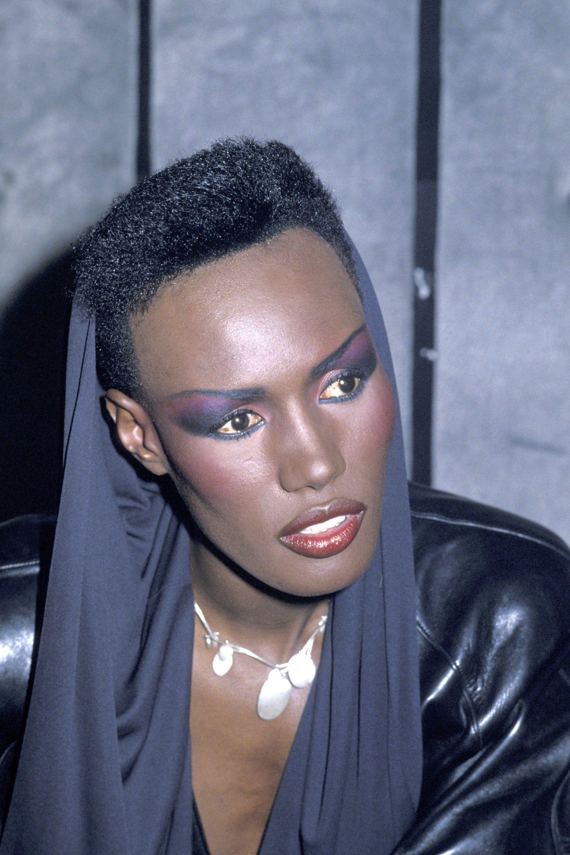 Grace Jones, 1985 | Singer fashion, Hair styles, Short ...